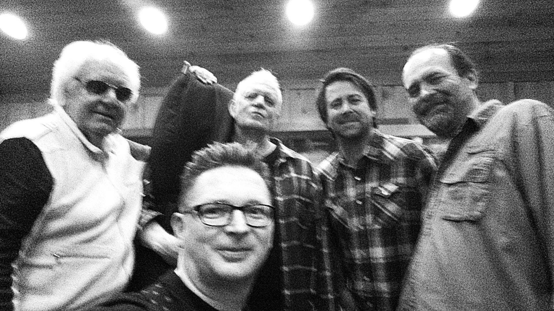 Mit dem Schlagzeuger und dem letzten Bassisten von Johnny Cash in dessen ehemaligen Heimstudio