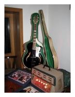 Elvis Isana Gitarre und Dynacord Gitarren-Verstärker
